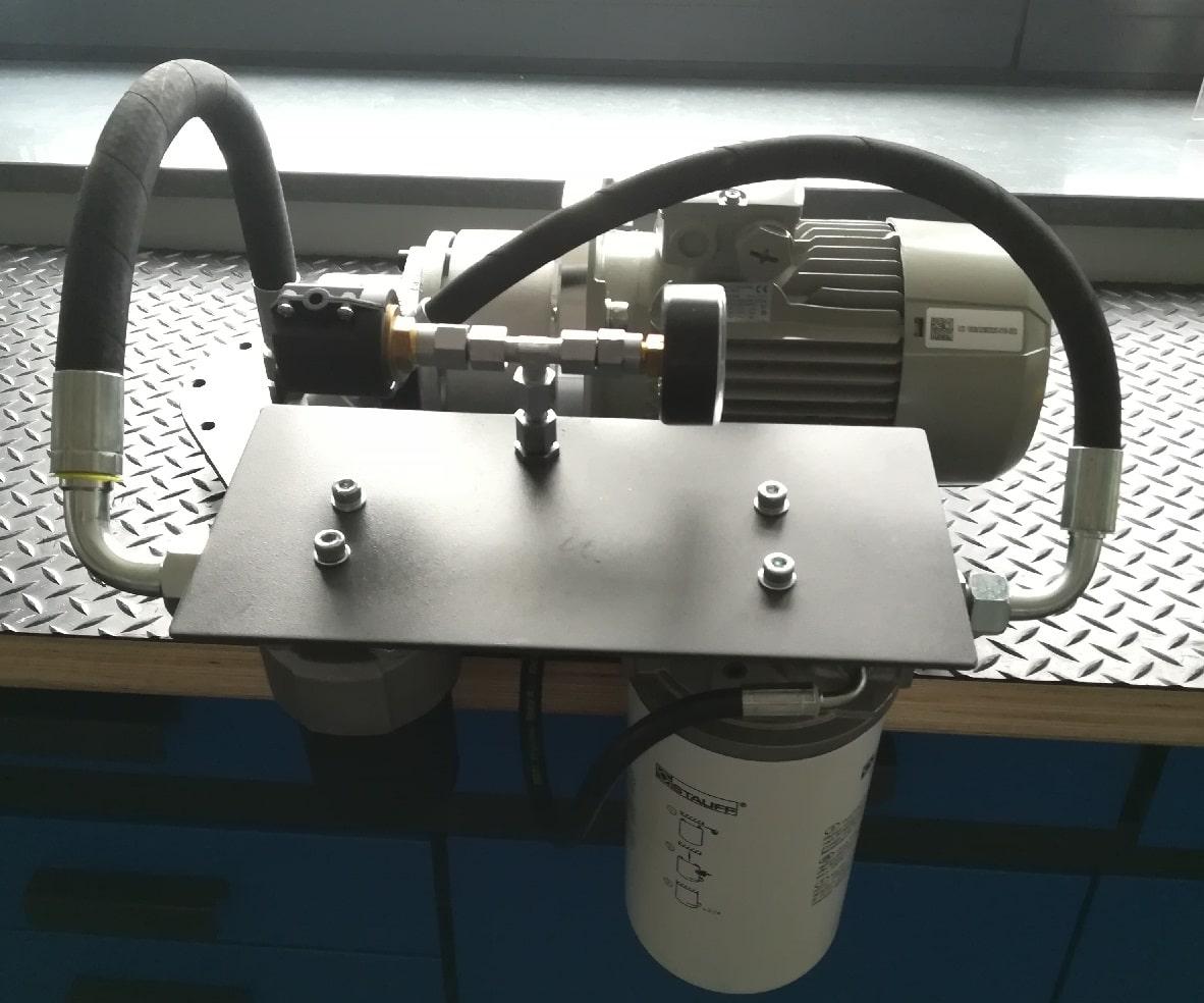 Bocznikowe układy filtracyjne