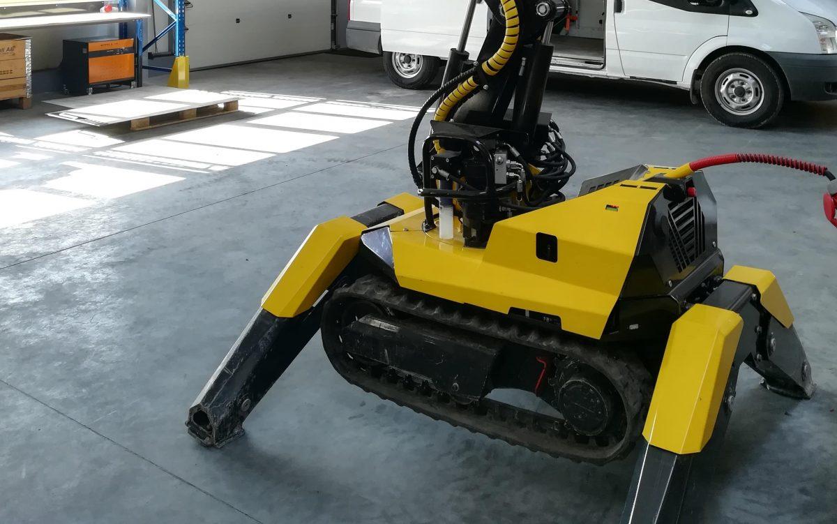 Hydrauliczny robot wyburzeniowy
